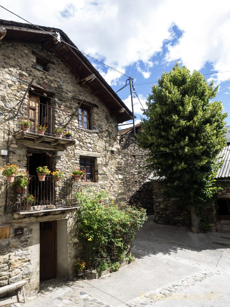 … mit sehr schönen alten Häusern.