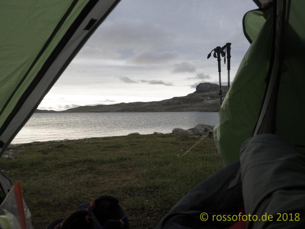 Blick aus dem Zelt über den Mannevatn.