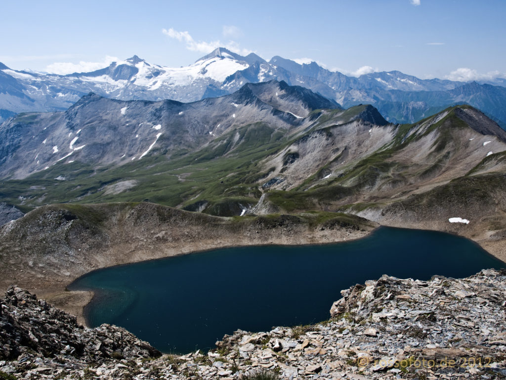 Der Junsee mit Tuxer Gletscher im Hintergrund