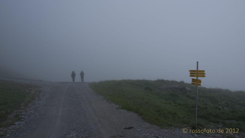 Aufbruch zur Friesenbergscharte im Nebel