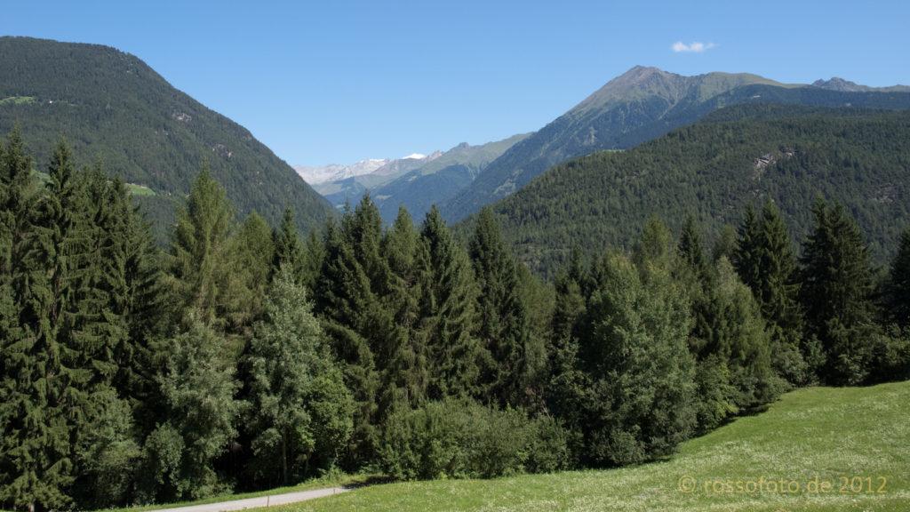 Aus dem Pustatal hoch durch den Rodenecker Wald zur Lüsener Alm.