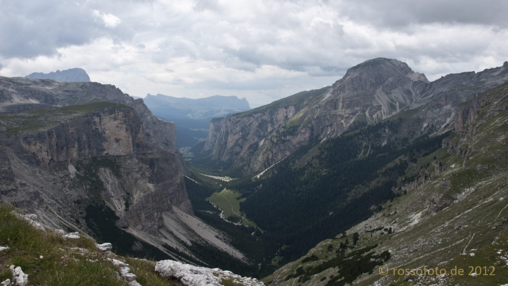 Blick durch das Langental Richtung Wolkenstein.