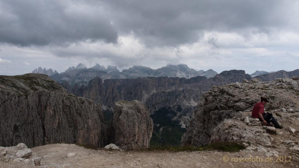 ... hoch auf's erste Sella-Plateau.
