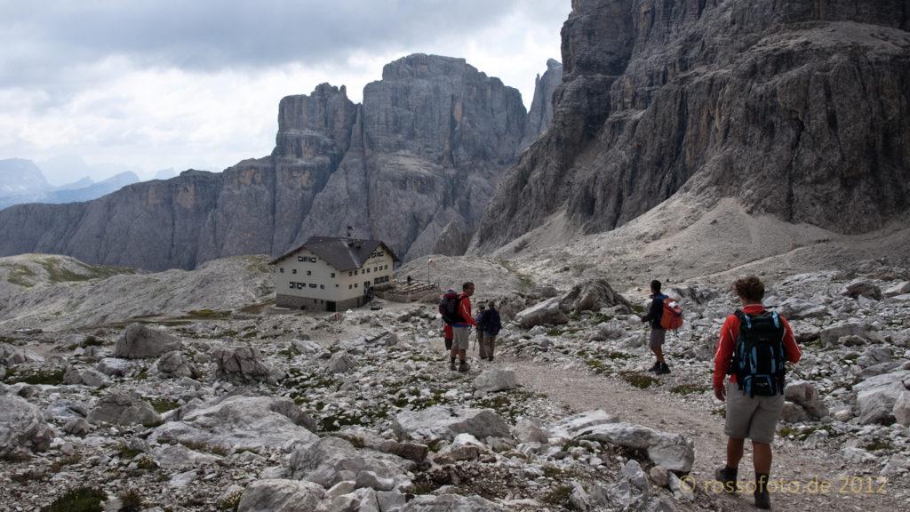 Die wunderschön gelegene Pisciadùhütte.