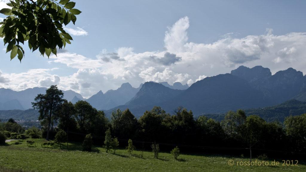 Wiesen und Berge.
