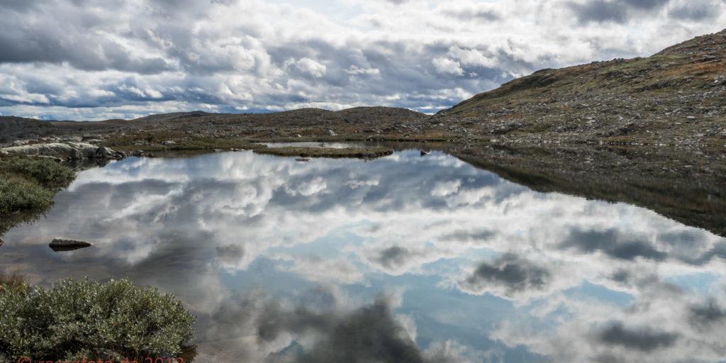 Wolken im Spiegel.