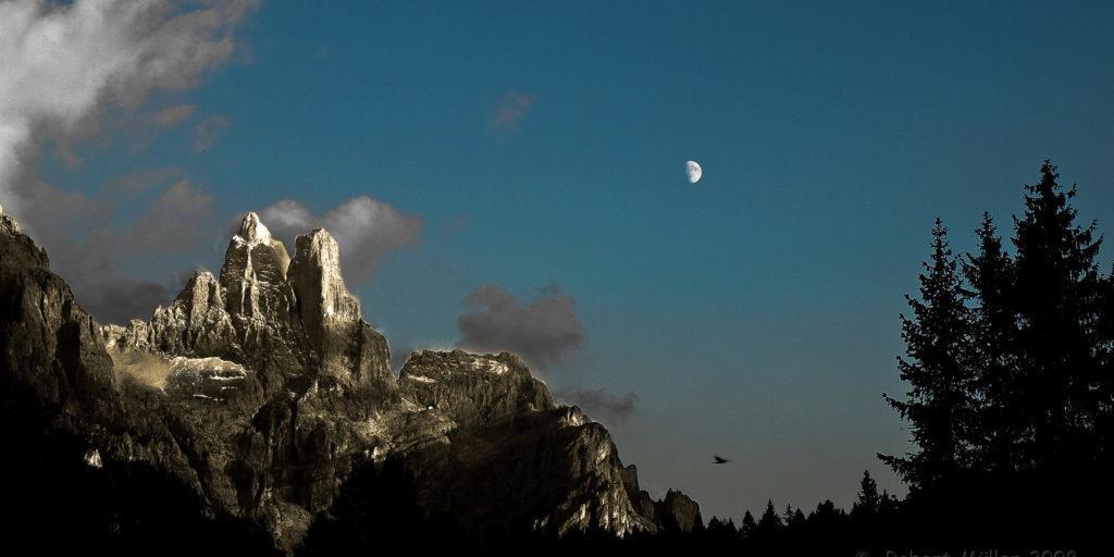 Mond über der Pale die San Martino